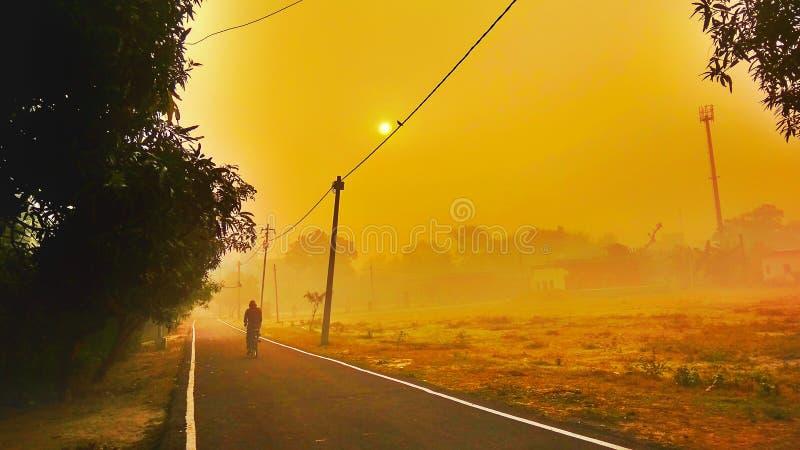 Ανατολή και χρυσός ουρανός στοκ φωτογραφίες με δικαίωμα ελεύθερης χρήσης