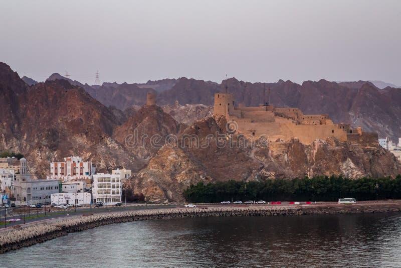 Ανατολή κατά Muscat την άποψη από ένα σκάφος στοκ εικόνες