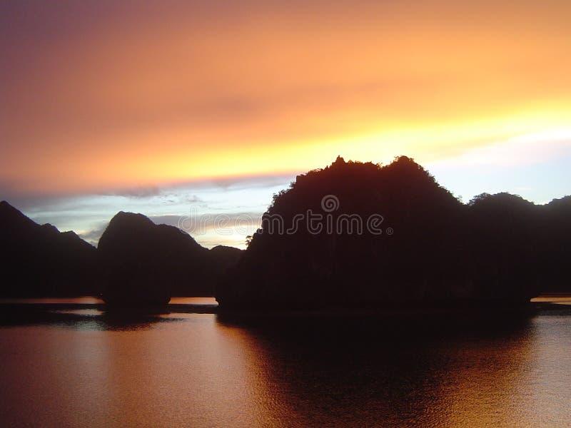 ανατολή κόλπων halong στοκ φωτογραφία με δικαίωμα ελεύθερης χρήσης