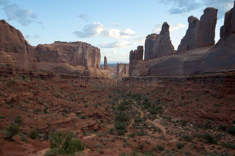 Ανατολή ξημερωμάτων στο κόκκινο φαράγγι βράχου στοκ φωτογραφίες με δικαίωμα ελεύθερης χρήσης