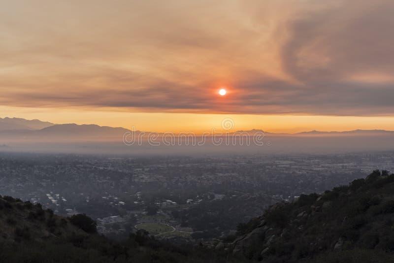 Ανατολή ουρανού πυρκαγιάς του Λος Άντζελες στοκ εικόνες