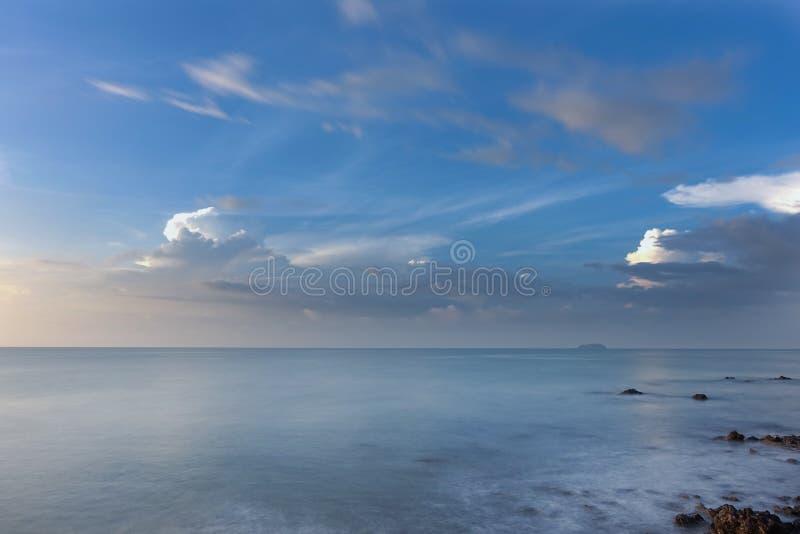 Ανατολή πέρα από τη θάλασσα στοκ εικόνα με δικαίωμα ελεύθερης χρήσης