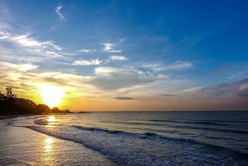 Ανατολή πέρα από τη θάλασσα στοκ φωτογραφία