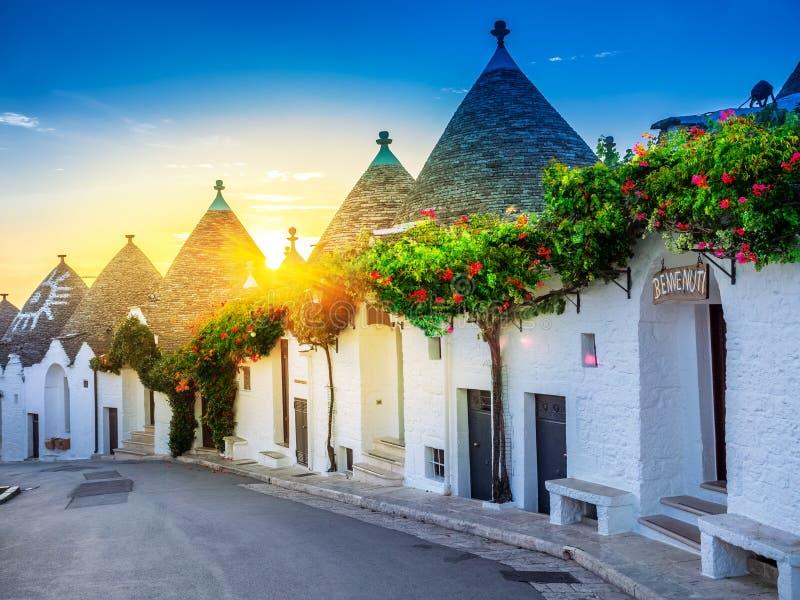 Ανατολή πέρα από το χωριό Trulli - Alberobello στοκ εικόνα
