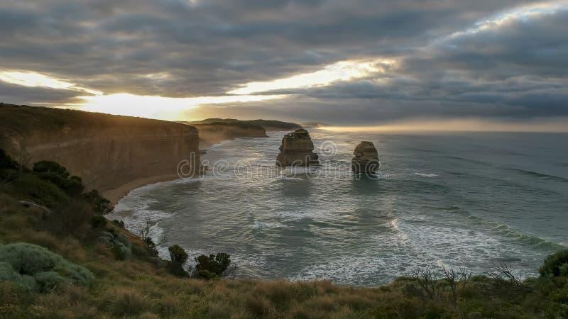 Ανατολή στους δώδεκα αποστόλους στο μεγάλο ωκεάνιο δρόμο στοκ φωτογραφία με δικαίωμα ελεύθερης χρήσης