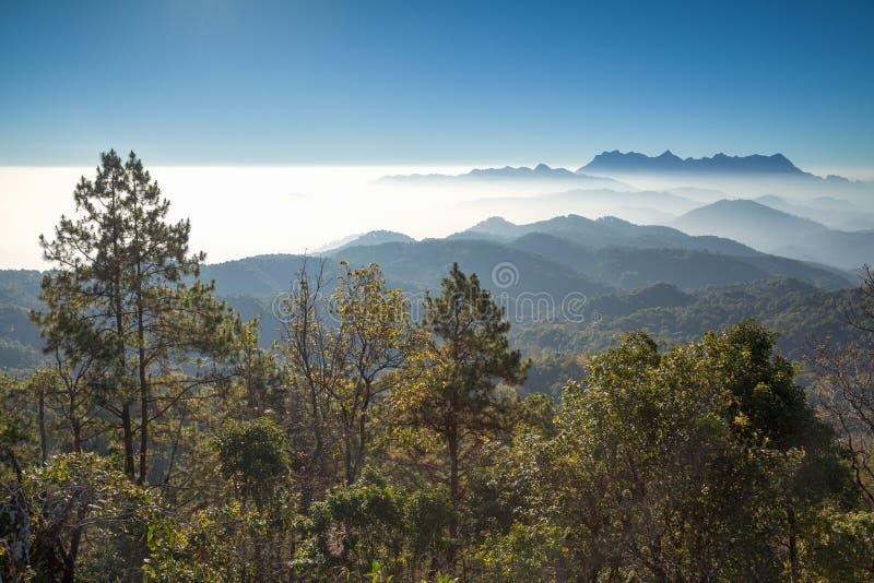 Ανατολή στο βουνό σημείου άποψης Doi Kum FA σε Chiang Mai, Thailan στοκ φωτογραφίες με δικαίωμα ελεύθερης χρήσης