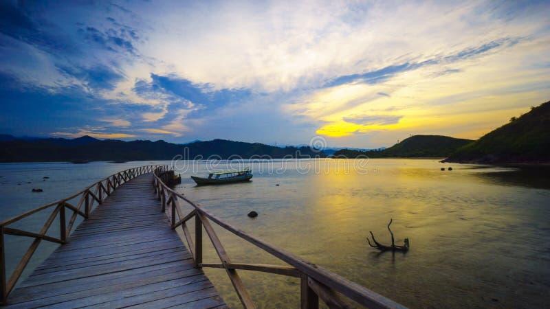Ανατολή στο θέρετρο κόλπων Mandeh στη δύση Sumatera στοκ φωτογραφία