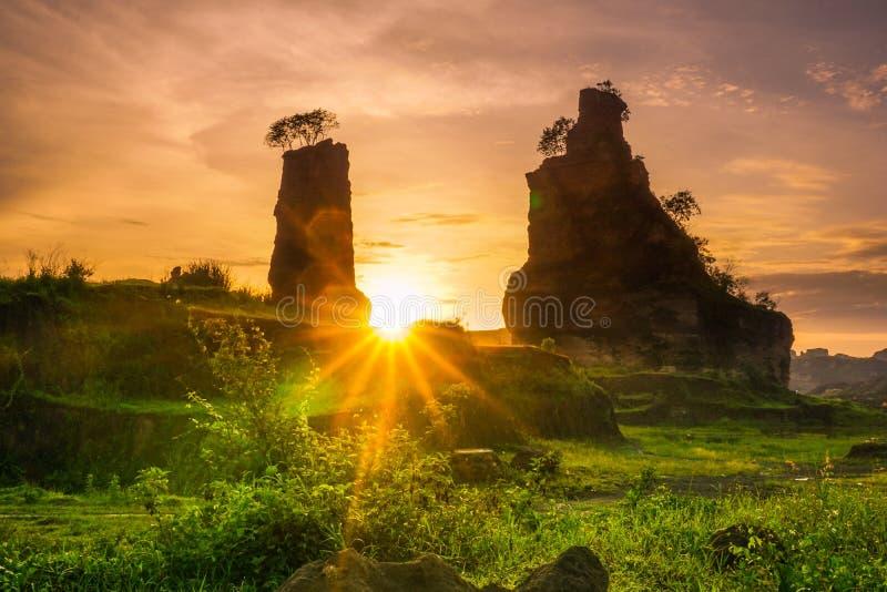 Ανατολή στο καφετί φαράγγι, Σεμαράνγκ - Ινδονησία στοκ φωτογραφία
