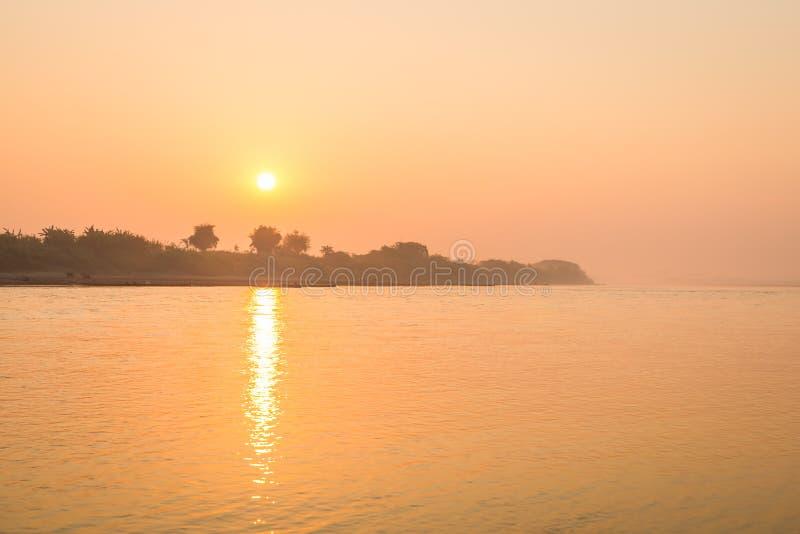 Ανατολή στο τοπίο ποταμών Μεκόνγκ στοκ εικόνες
