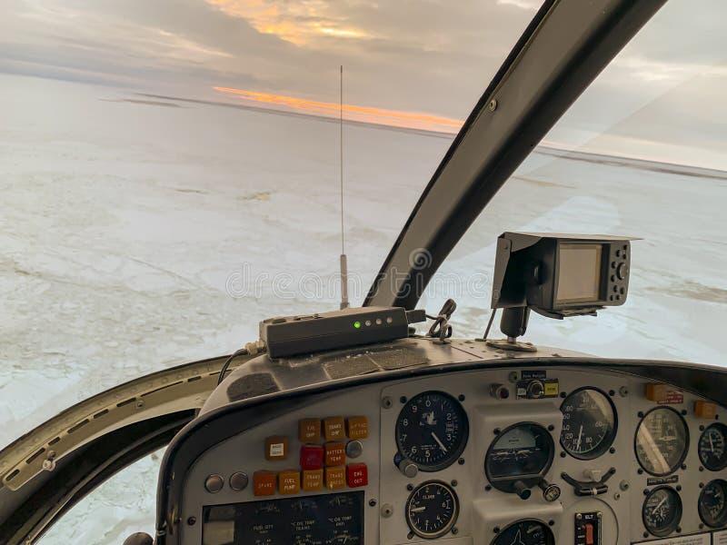 Ανατολή του ηλίου στον κόλπο Χάντσον από το ελικόπτερο στοκ εικόνα