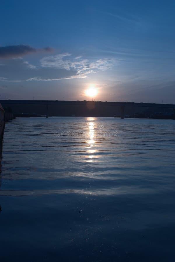 Download ανατολή στοκ εικόνα. εικόνα από τέλος, βράδυ, ουρανός, ύδωρ - 91907