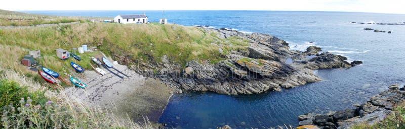 Ανατολική Ακτή της Σκωτίας - του κόλπου βαρκών Portlethen κοντά στο Αμπερντήν - εικόνα πανοράματος στοκ εικόνες