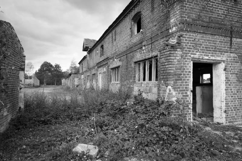 Ανατολικογερμανικό αγροτικό κτήριο και satbles στοκ εικόνες