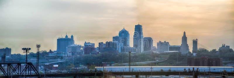 Ανατολή οριζόντων πόλεων του Κάνσας στοκ φωτογραφία με δικαίωμα ελεύθερης χρήσης