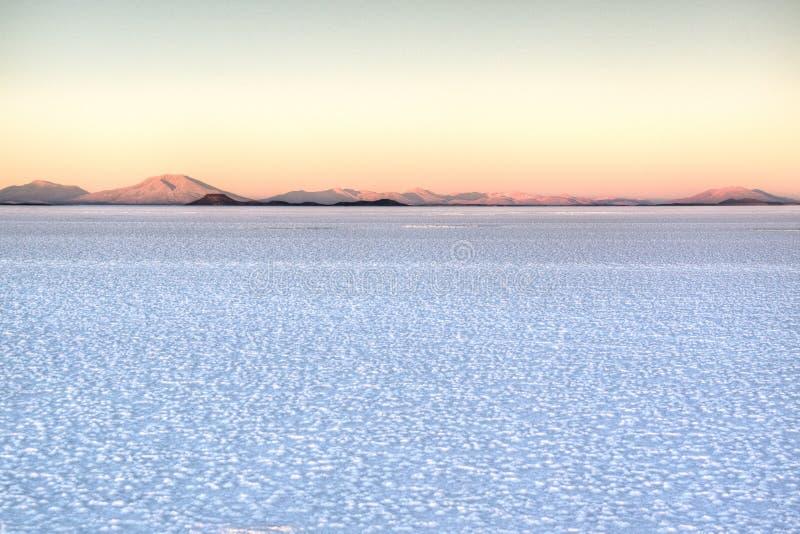Ανατολή πέρα από τα saltflates στοκ εικόνα