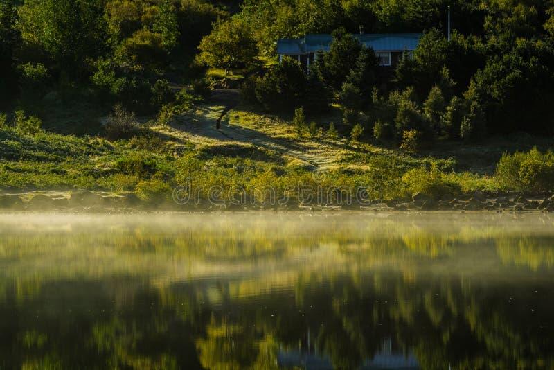 Ανατολή πέρα από τη λίμνη Hvaleyri Ισλανδία στοκ εικόνα με δικαίωμα ελεύθερης χρήσης