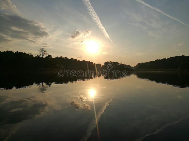 Ανατολή πέρα από τον ποταμό Havel από το Πότσνταμ Βερολίνο στοκ φωτογραφίες