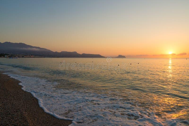 Ανατολή πέρα από Altea την παραλία στοκ εικόνες