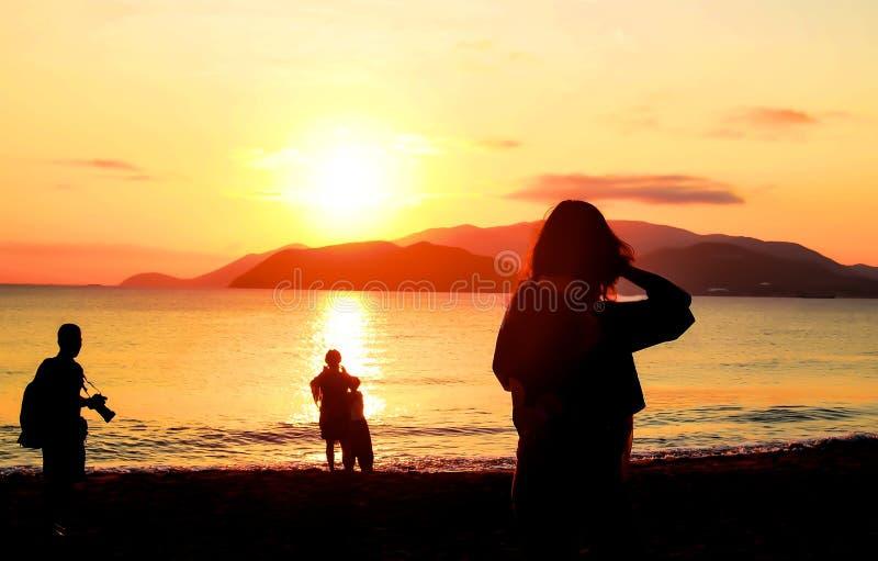 Ανατολή στην παραλία - εκλεκτής ποιότητας φίλτρο στοκ φωτογραφία με δικαίωμα ελεύθερης χρήσης