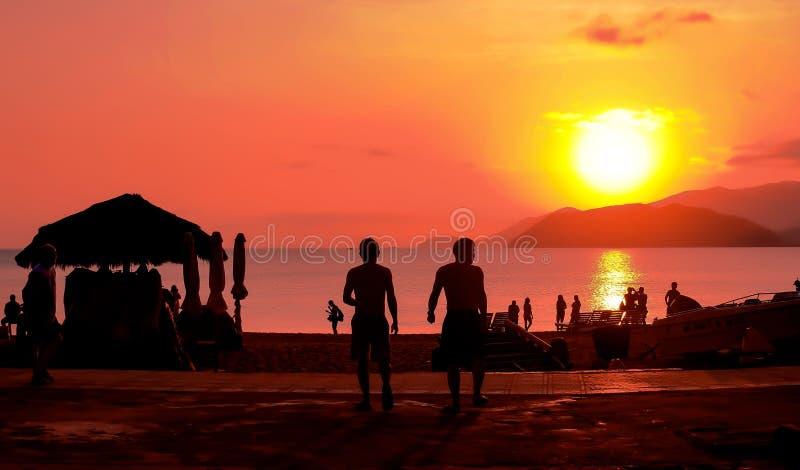 Ανατολή στην παραλία - εκλεκτής ποιότητας φίλτρο στοκ εικόνα με δικαίωμα ελεύθερης χρήσης
