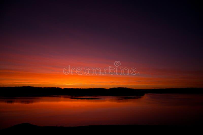 Ανατολή στη λίμνη στοκ φωτογραφία με δικαίωμα ελεύθερης χρήσης