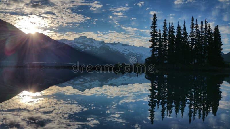 Ανατολή στη λίμνη Garibaldi στοκ φωτογραφίες