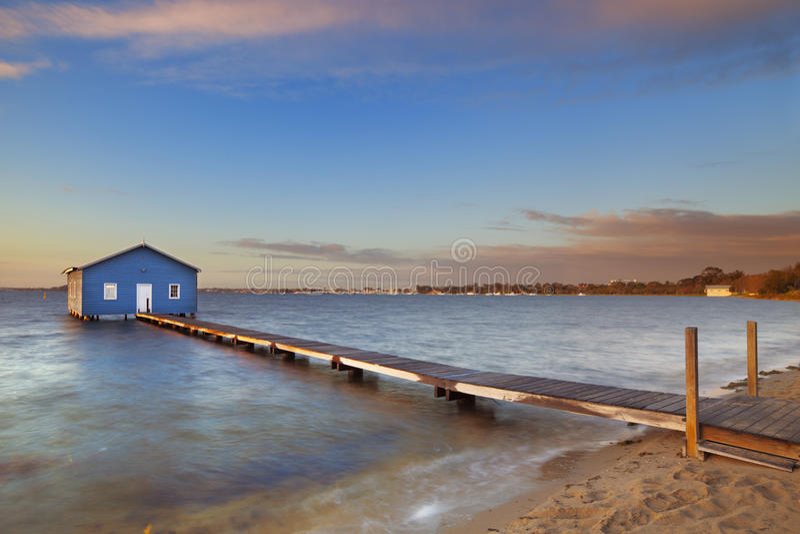 Ανατολή στον κόλπο της Matilda boathouse στο Περθ, Αυστραλία στοκ εικόνες