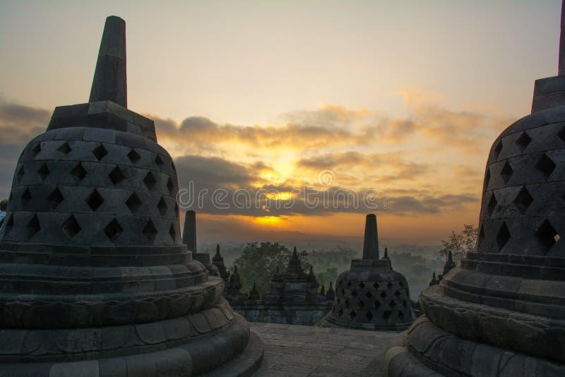 Ανατολή στο βουδιστικό ναό Borobudur, νησί της Ιάβας, Ινδονησία στοκ εικόνα με δικαίωμα ελεύθερης χρήσης