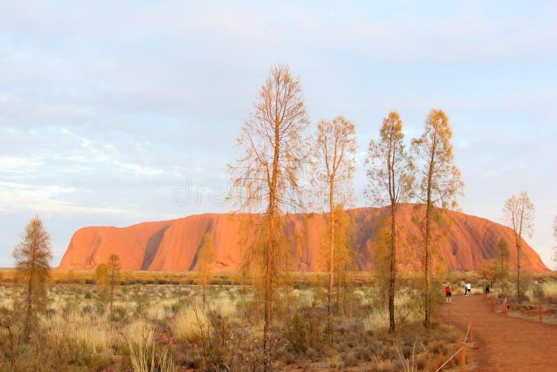 Ανατολή στο βράχο Uluru Ayers, Αυστραλία στοκ φωτογραφίες