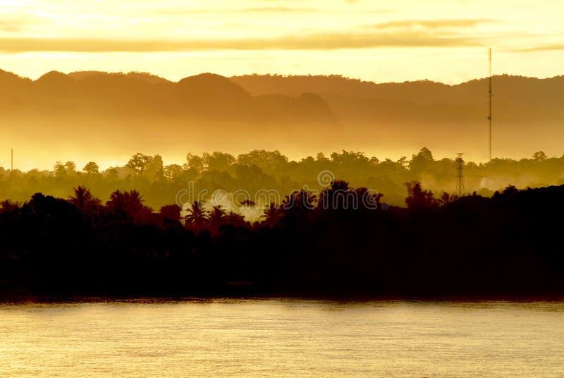Ανατολή στο ποταμό Μεκόνγκ, Ταϊλάνδη στοκ φωτογραφίες