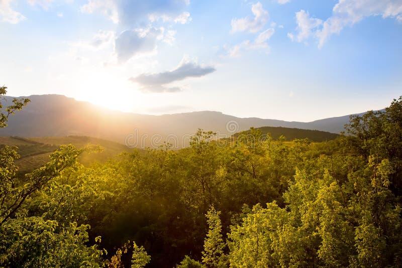 Ανατολή της Κριμαίας στα βουνά στοκ εικόνα