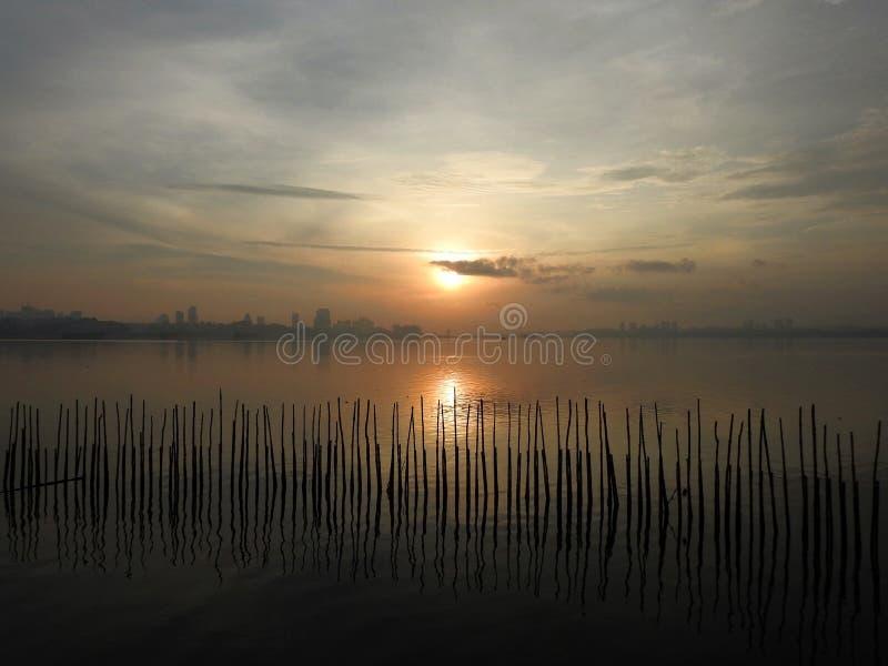 Ανατολή της Misty, υγρότοπος Sungei Buloh, Σιγκαπούρη στοκ εικόνες με δικαίωμα ελεύθερης χρήσης
