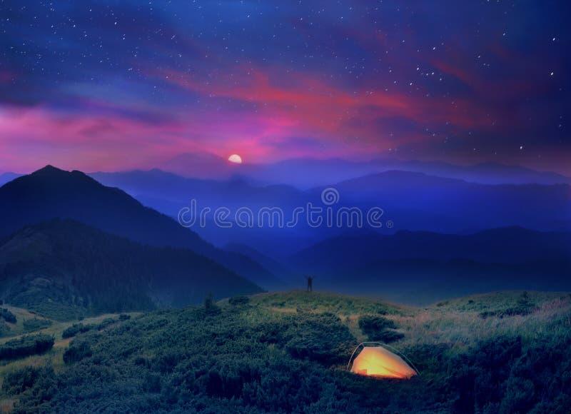Ανατολή του φεγγαριού στους λόφους των Άλπεων στοκ εικόνες