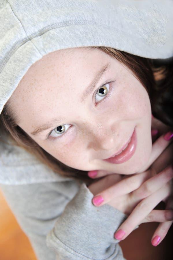 ανατρέχοντας όμορφο αγοροκόριτσο στοκ φωτογραφίες με δικαίωμα ελεύθερης χρήσης