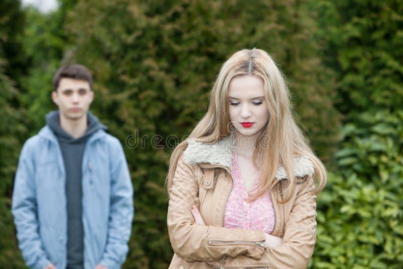 Ανατρέψτε νέο γυναικών μετά από ένα επιχείρημα στοκ φωτογραφίες με δικαίωμα ελεύθερης χρήσης