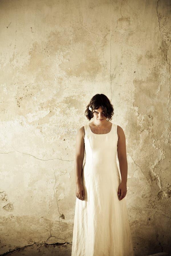 ανατριχιαστική γυναίκα π&omi στοκ εικόνες με δικαίωμα ελεύθερης χρήσης