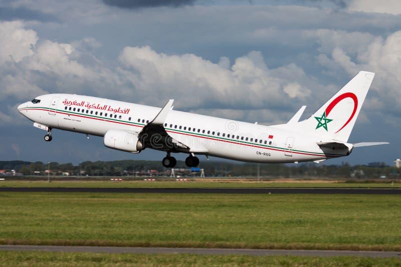 Αναχώρηση επιβατών αεροπλάνου ΣΟ-RGG της Royal Air Maroc Boeing 737-800 στον αερολιμένα του Άμστερνταμ Schipol στοκ φωτογραφία με δικαίωμα ελεύθερης χρήσης