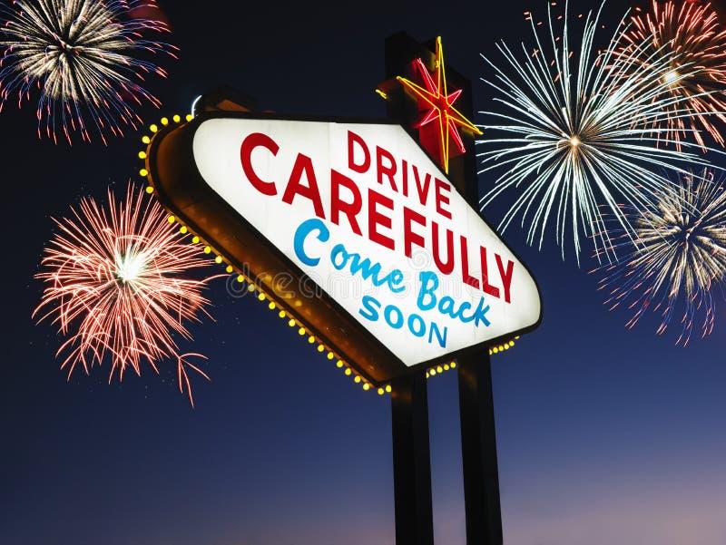 Αναχώρηση του σημαδιού του Λας Βέγκας με τα πυροτεχνήματα στοκ εικόνες