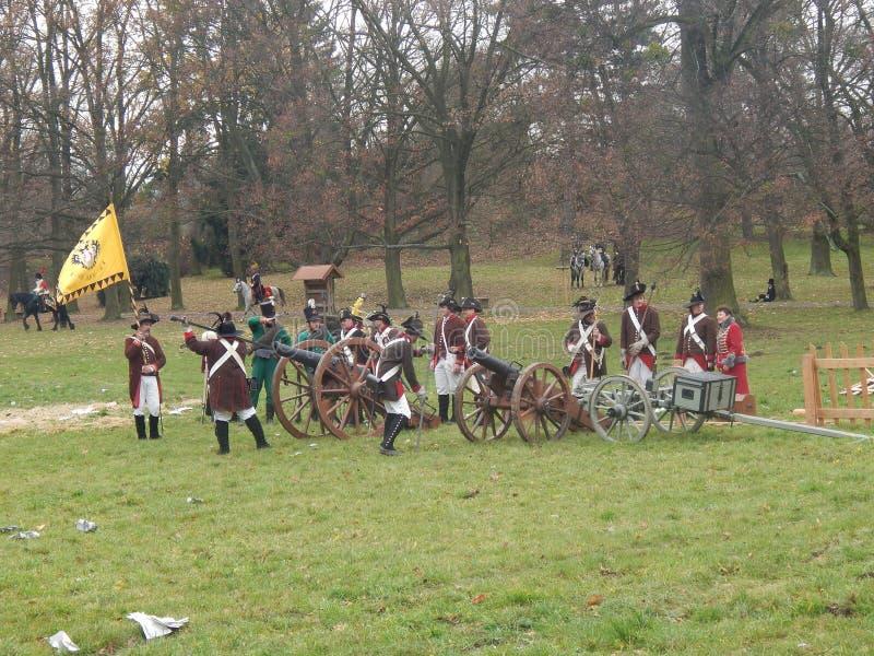 Αναδημιουργία των πολέμων Napoleon που φορτώνουν τη Canon στοκ φωτογραφία