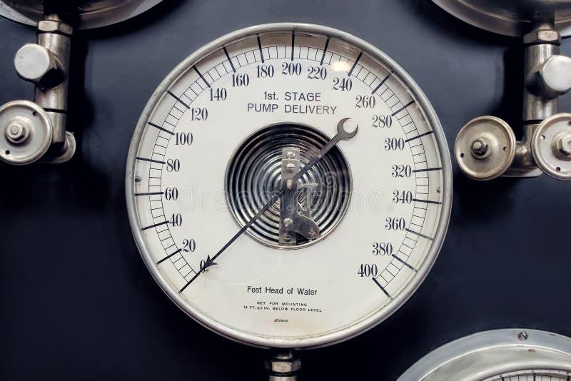 Αναλογικός μετρητής Βιομηχανική μέτρηση υδρατμού στοκ εικόνες