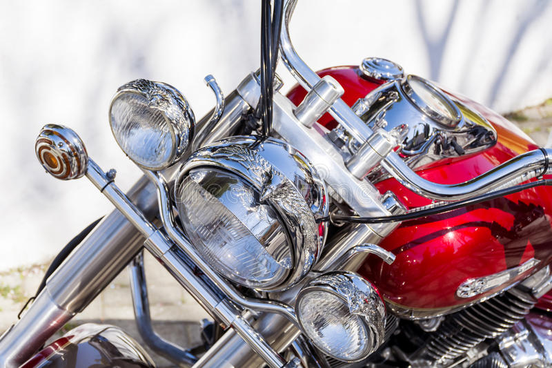 Αναδρομική μοτοσικλέτα στην οδό - κινηματογράφηση σε πρώτο πλάνο στοκ φωτογραφία με δικαίωμα ελεύθερης χρήσης