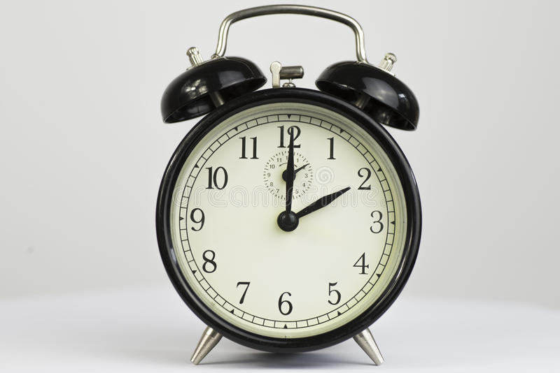 Αναδρομικό ρολόι δύο ξυπνητηριών στοκ φωτογραφία