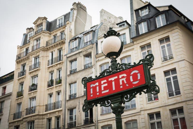 Αναδρομικό σημάδι μετρό deco τέχνης στο Παρίσι Γαλλία στοκ φωτογραφία με δικαίωμα ελεύθερης χρήσης