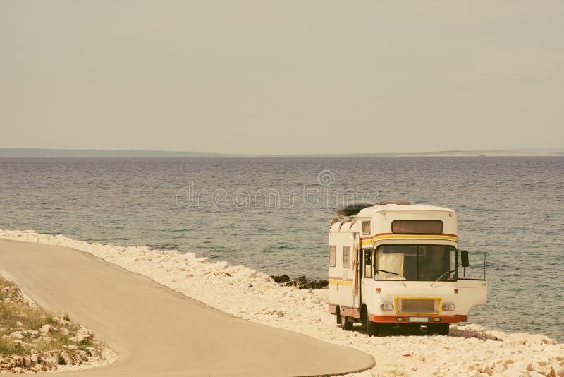 Αναδρομικό φορτηγό στο παλαιό ύφος φωτογραφιών στοκ εικόνες με δικαίωμα ελεύθερης χρήσης