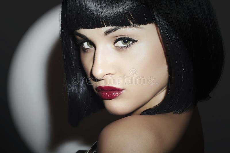 Αναδρομικό όμορφο κορίτσι Brunette Woman.bob Haircut.red lips.beauty στοκ εικόνες με δικαίωμα ελεύθερης χρήσης