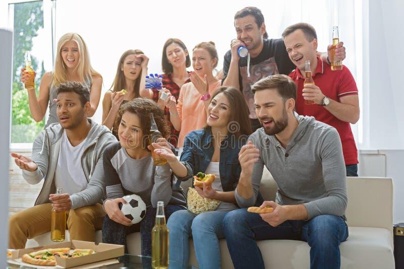 Ανεμιστήρες της αντιστοιχίας προσοχής ποδοσφαίρου στοκ φωτογραφίες