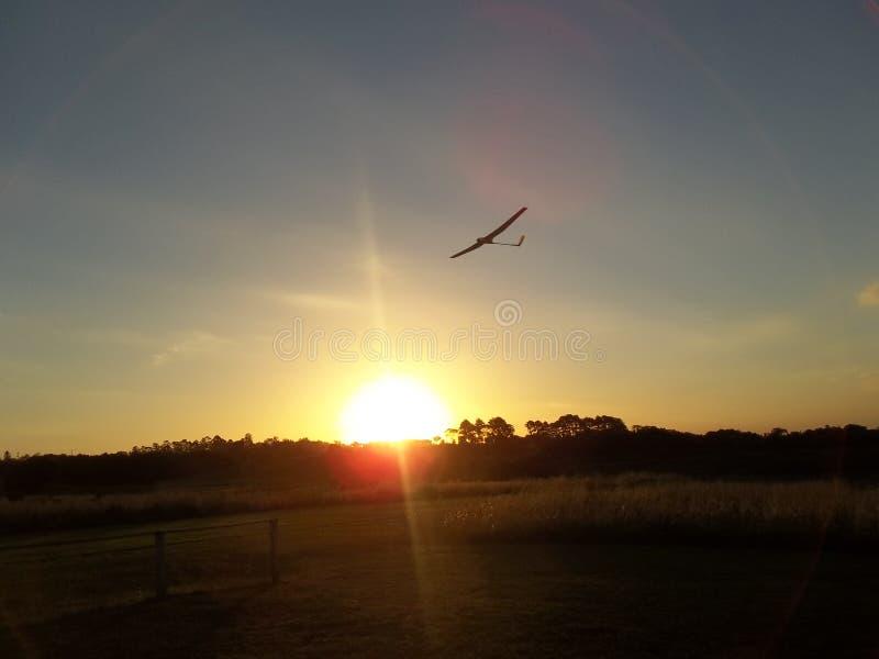 Ανεμοπλάνο στο ηλιοβασίλεμα στοκ εικόνα με δικαίωμα ελεύθερης χρήσης