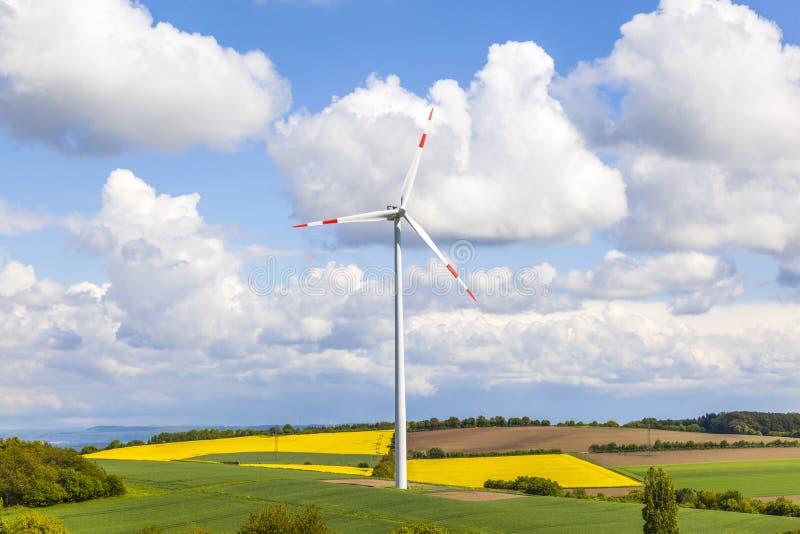 Ανεμοστρόβιλος που παράγει την ηλεκτρική ενέργεια στοκ φωτογραφίες με δικαίωμα ελεύθερης χρήσης