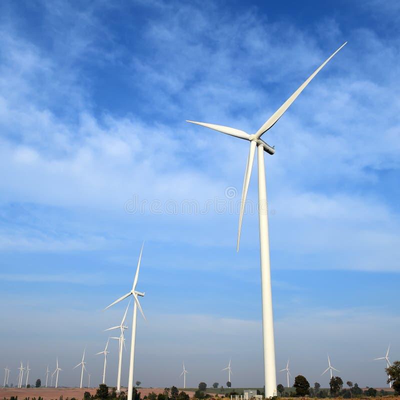Ανεμοστρόβιλος στο νεφελώδες κλίμα μπλε ουρανού στοκ φωτογραφία με δικαίωμα ελεύθερης χρήσης