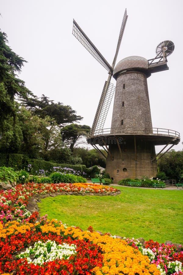 Ανεμόμυλος που χρησιμοποιείται ιστορικά για την άντληση του νερού για την άρδευση του χρυσού πάρκου πυλών, Σαν Φρανσίσκο, Καλιφόρ στοκ φωτογραφία με δικαίωμα ελεύθερης χρήσης